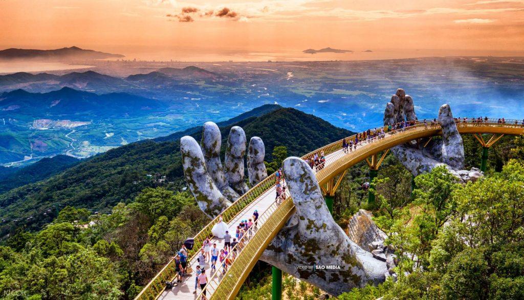 Cầu vàng Đà Nẵng - Top địa điểm du lịch Việt Nam