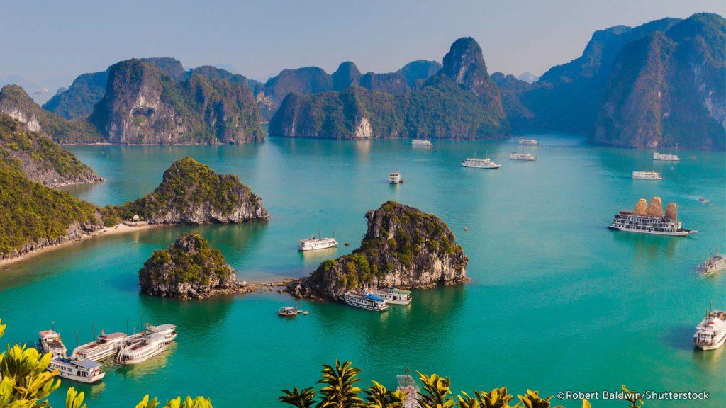 Vịnh Hạ Long - Địa điểm du lịch nổi tiếng Việt Nam